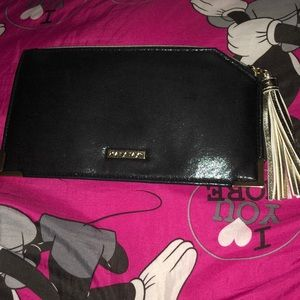 I am selling a new clutch purse (Mary Kay)